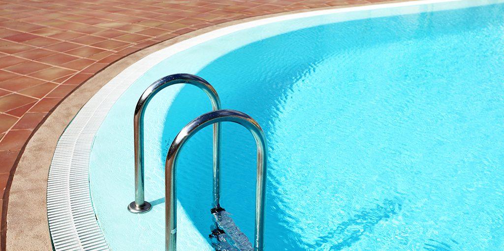 Áreas ao redor de piscinas tem alto índice de acidentes, grande parte deles, considerados gravíssimos.